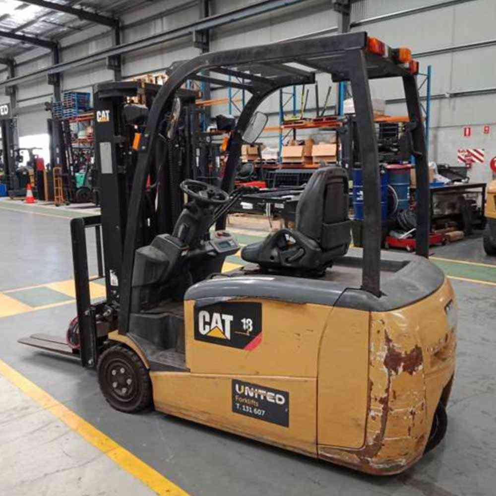 I:\MARKETING\Used Equipment Available\WA_Perth\CAT 1.8T Used Electric 3-wheel Forklift GP1518TBCB\CAT 1.8T Used Electric 3-Wheel Forklift GP1518TBCB - Side view