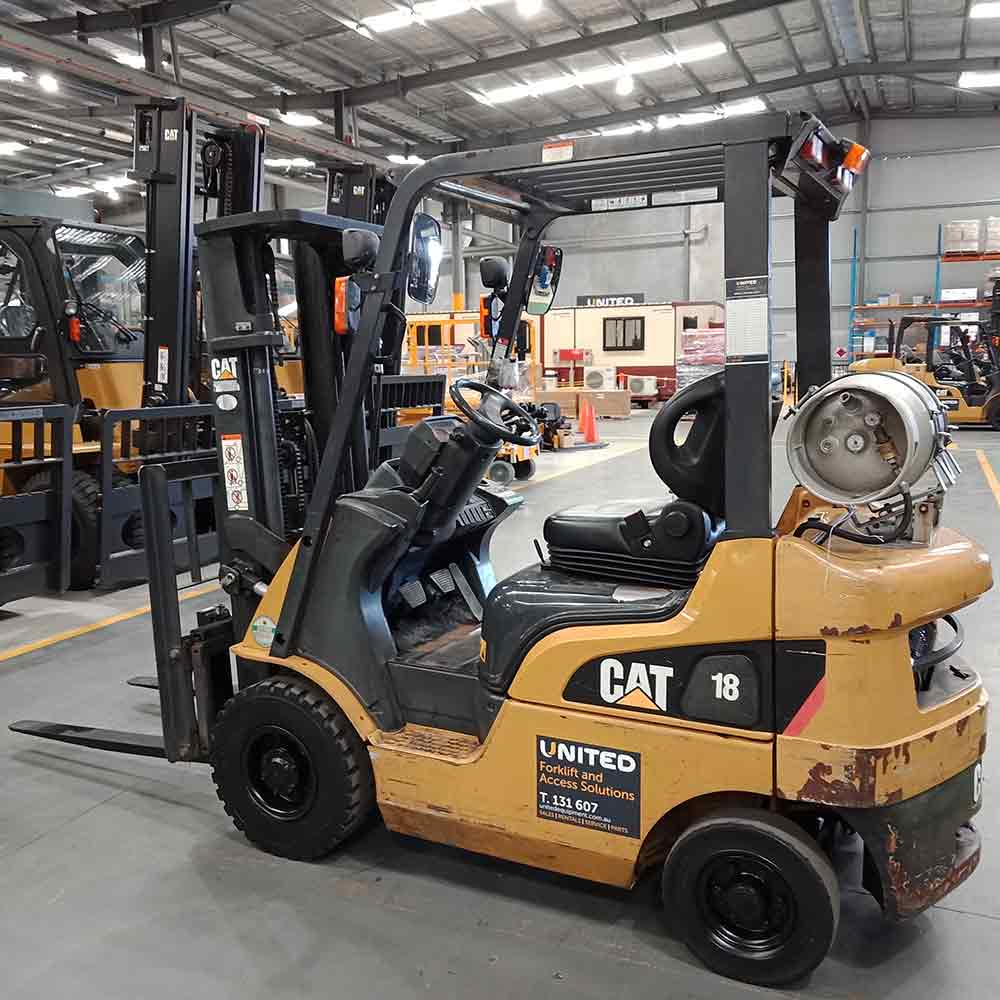 CAT 1.8T Used LPG Forklift GP18NT - Side view