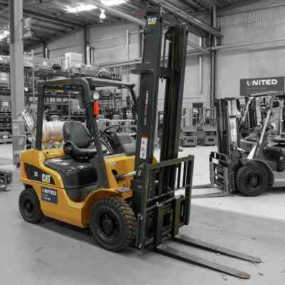 Cat 2.5T LPG forklift on special
