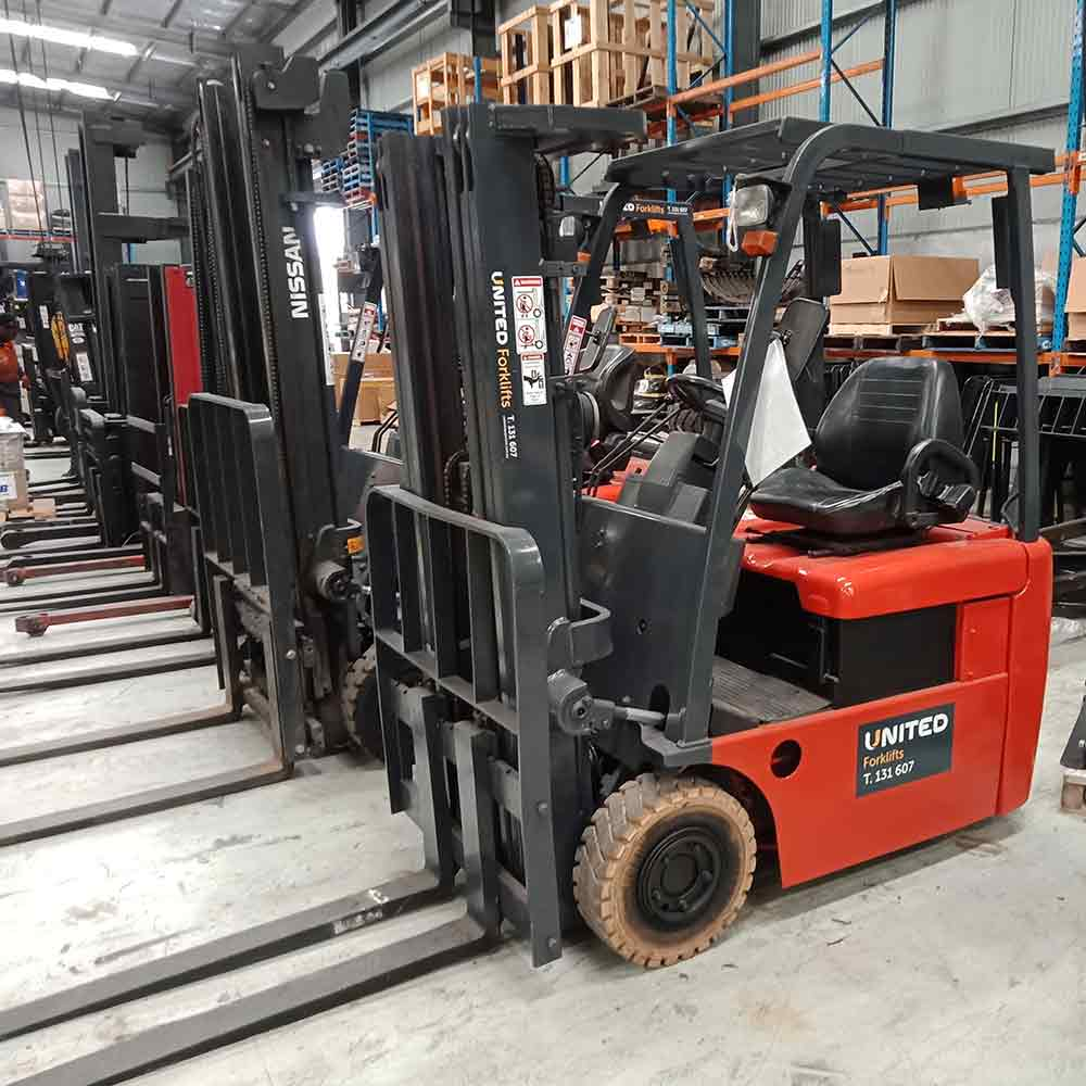 Nissan 1.3T Used 3-Wheel Electric Forklift SN01L13HQ - Side view